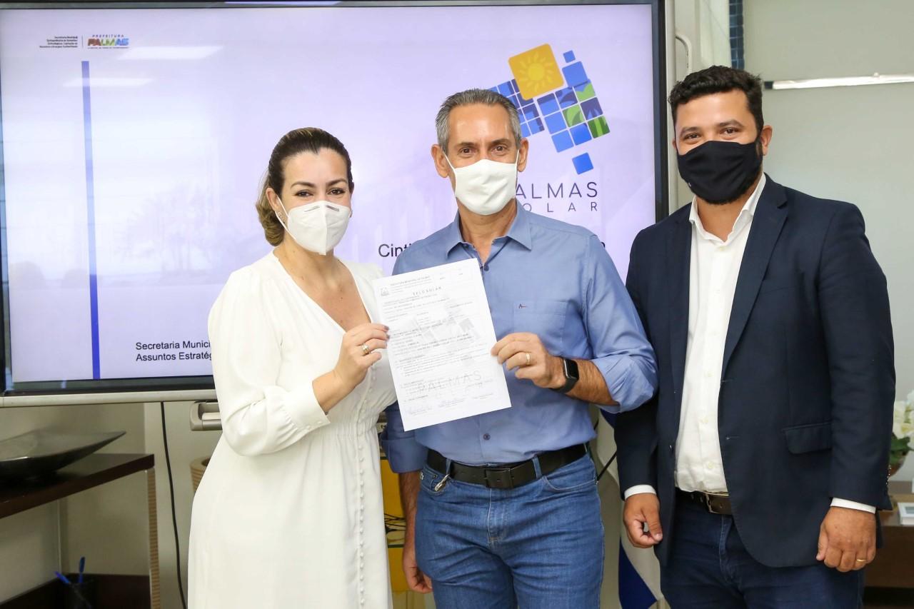 Palmas Solar: prefeita entrega selos e reforça compromisso com a preservação do meio ambiente