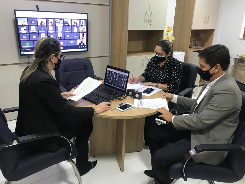 Novos membros do Conselho Municipal de Educação de Palmas tomam posse