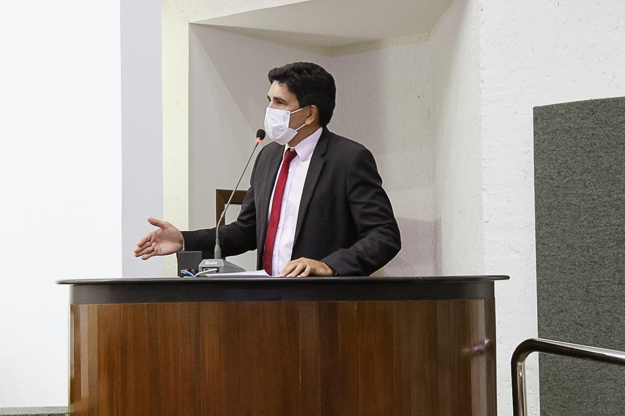 Professor Júnior Geo solicita empenho do Estado para auxiliar os municípios na vacinação