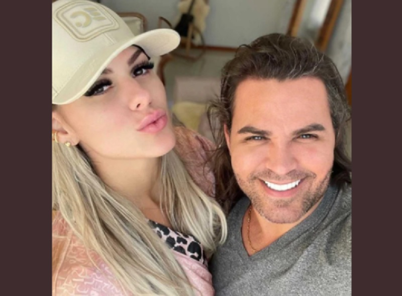Mariana Polastreli Affair de Eduardo Costa enviou fotos dela com o cantor para o marido