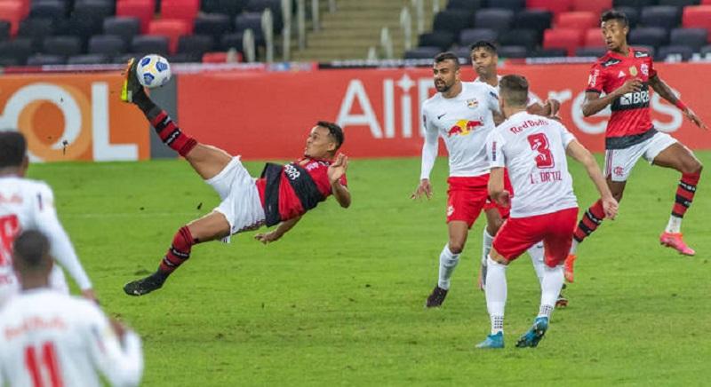 Bragantino vence Flamengo no último lance