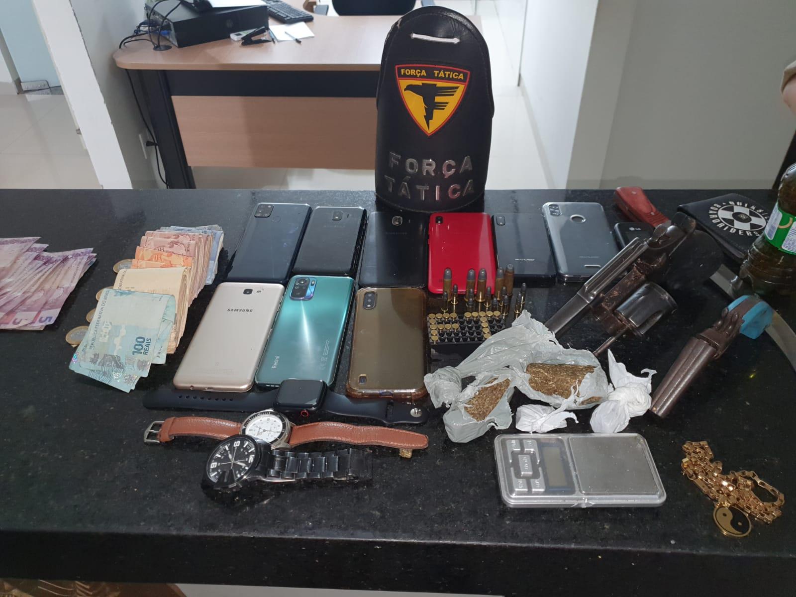 PM prende homens por roubo e apreende armas e drogas em Araguaína