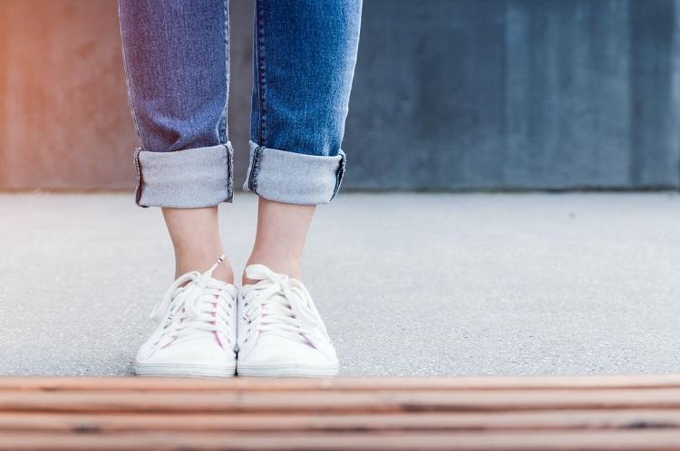 Pés saudáveis e calçados sem contaminação: 5 dicas de higienização