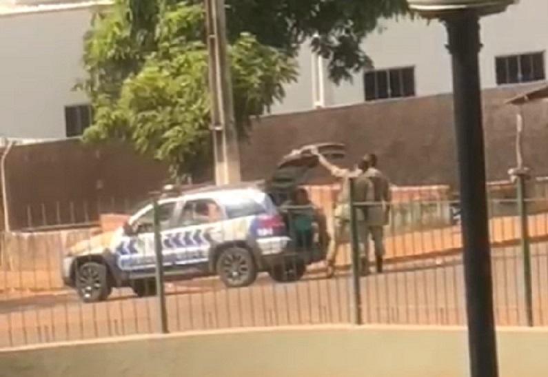 Homem se diz portador de HIV e tenta morder policiais durante abordagem em Tocantinópolis