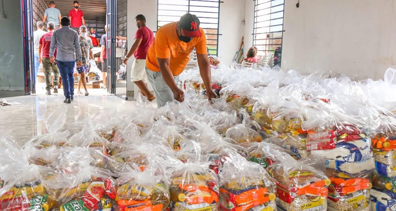 Mais de 6 mil famílias são atendidas com cestas de alimentos em 25 municípios do Estado