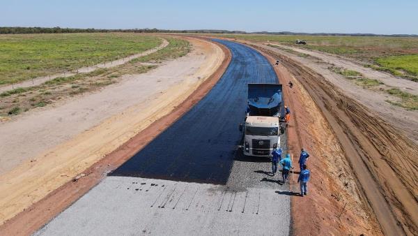 Governo do Tocantins inicia aplicação de capa asfáltica em rodovia de acesso ao Jalapão
