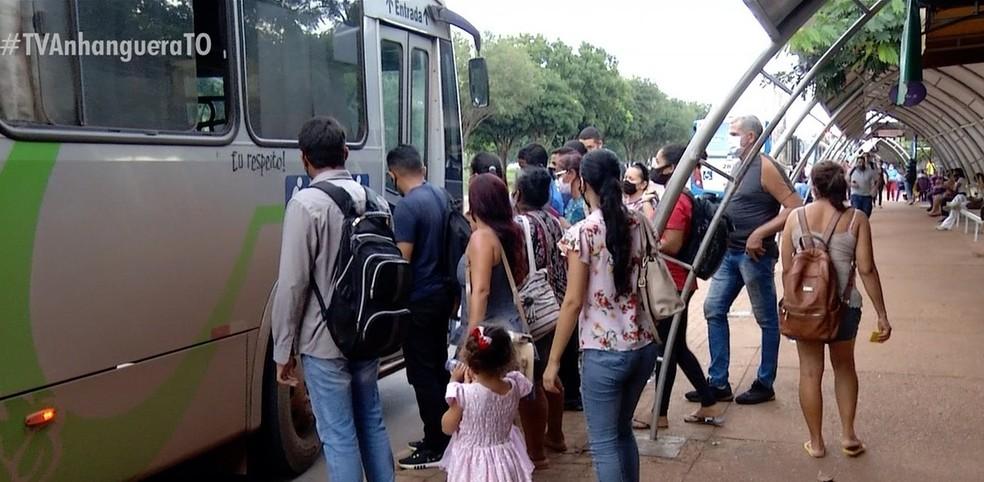 Prefeitura de Palmas aumenta lotação máxima dos ônibus para 70% da capacidade na volta às aulas
