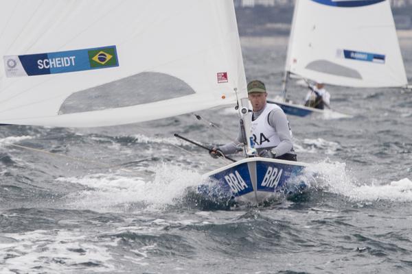 """Scheidt encara """"maratona"""" no Japão e sobe para terceiro, na zona de medalhas na Olimpíada"""