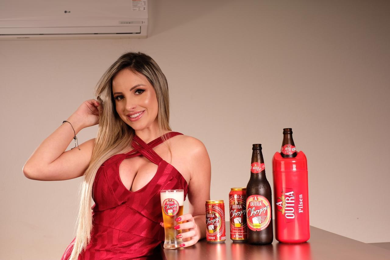 """Karine Dayane se torna embaixadora da cerveja """"A Outra"""""""