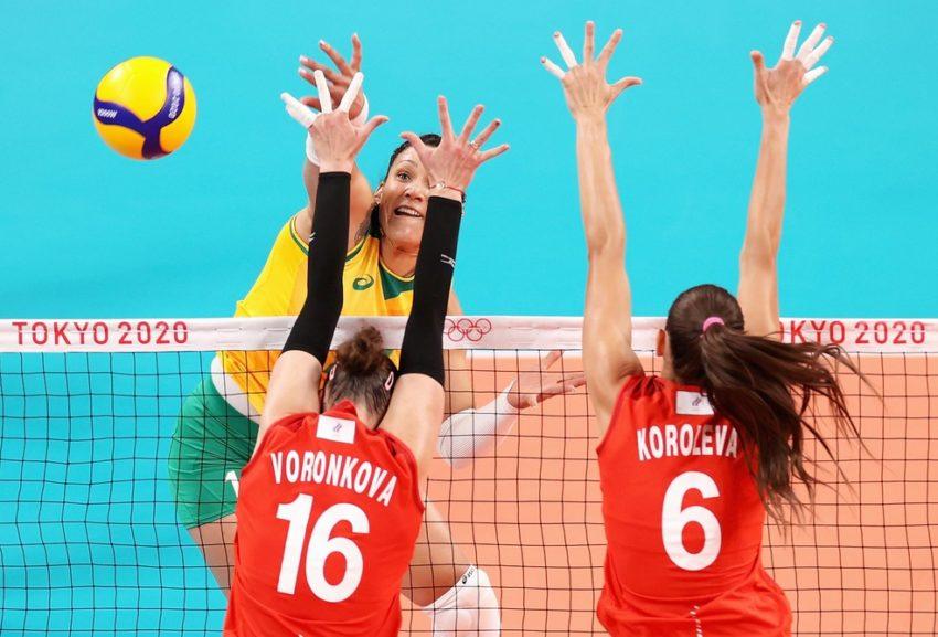 Brasil se impõe, vira sobre a Rússia e vai à semifinal no vôlei feminino