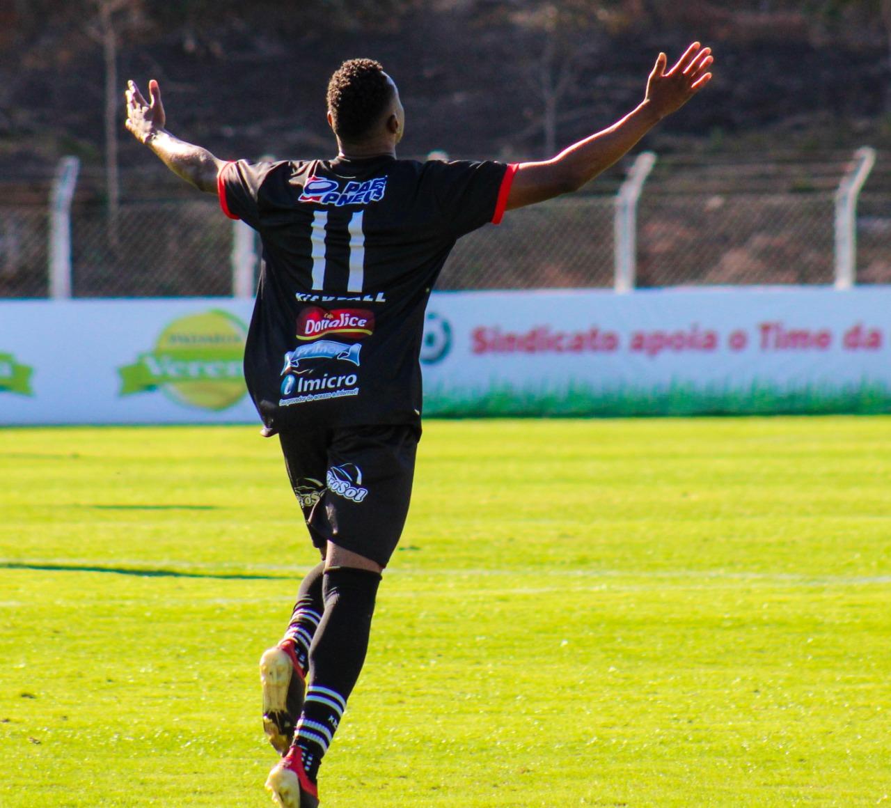 Vice-artilheiro do Brasil, com 25 gols em 28 jogos, Joãozinho foca no acesso em Minas Gerais