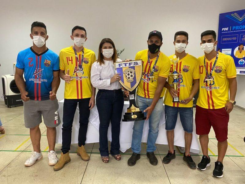 Secretária Adriana Aguiar recebe time vencedor da Copa Governo do Tocantins de Futsal