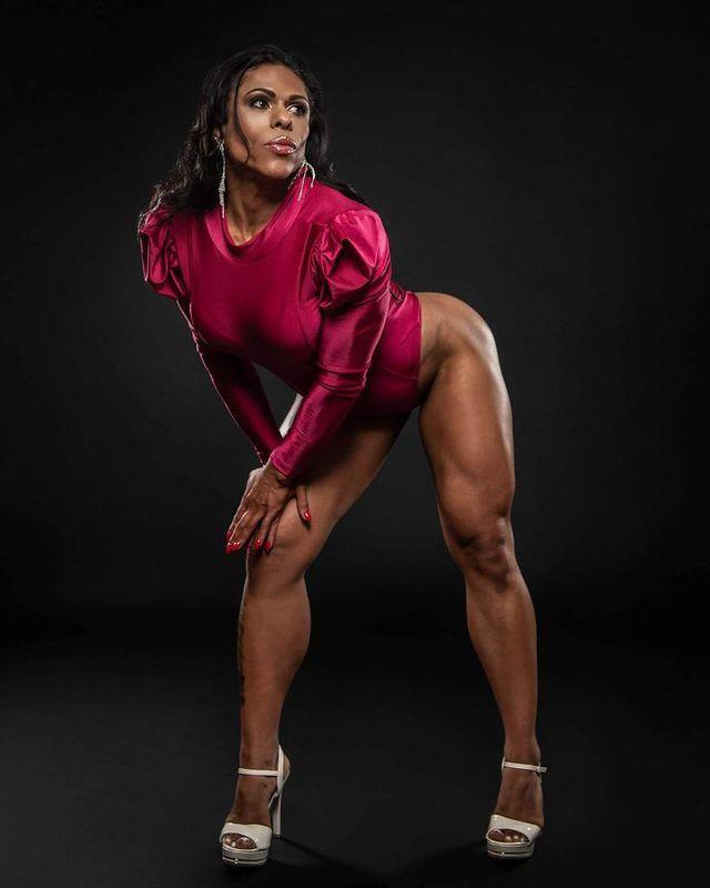 Musa Fitness Lais Gandra se prepara para competição no Irlanda
