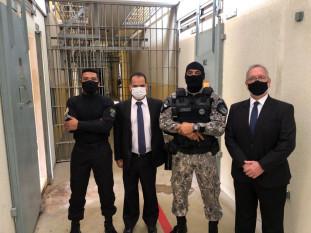 Vice-presidente do TJTO, desembargador Pedro Nelson, e coordenador do GMF visitam Unidade Penal de Cariri