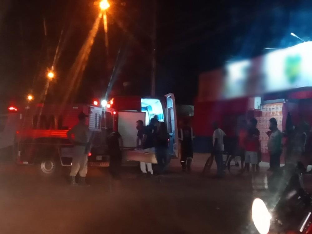 Homem morre e outro fica gravemente ferido após brigarem armados com facas em Palmas
