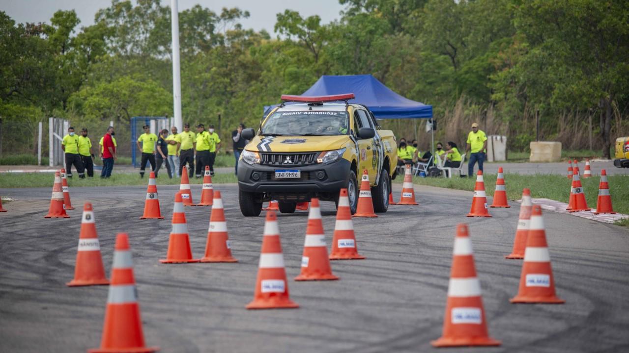 Agentes de Trânsito da Capital participam de aulas práticas de direção veicular no Kartódromo Rubens Barrichello