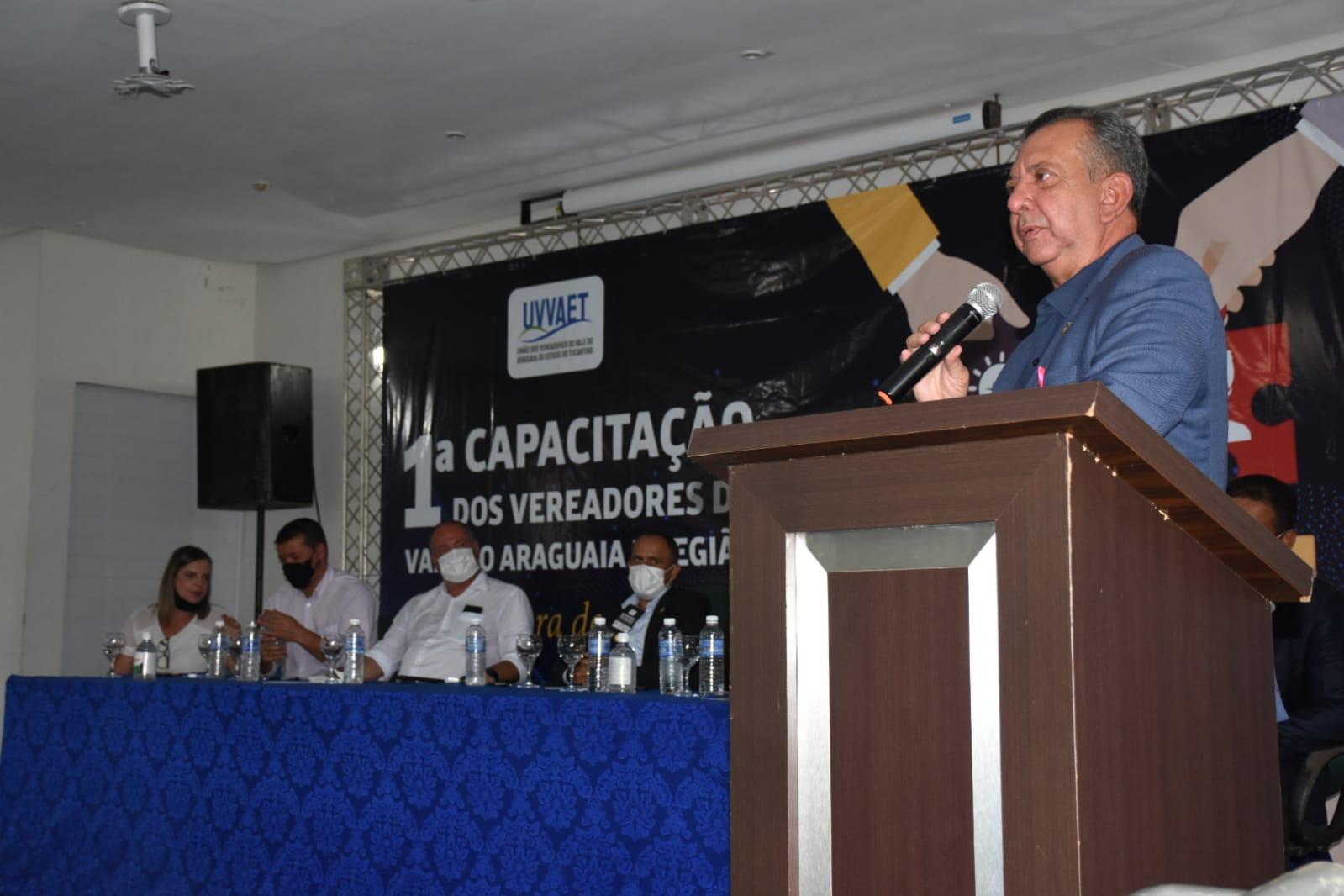 Desafios de legislar é tema abordado por Antonio Andrade durante evento de vereadores em Divinópolis