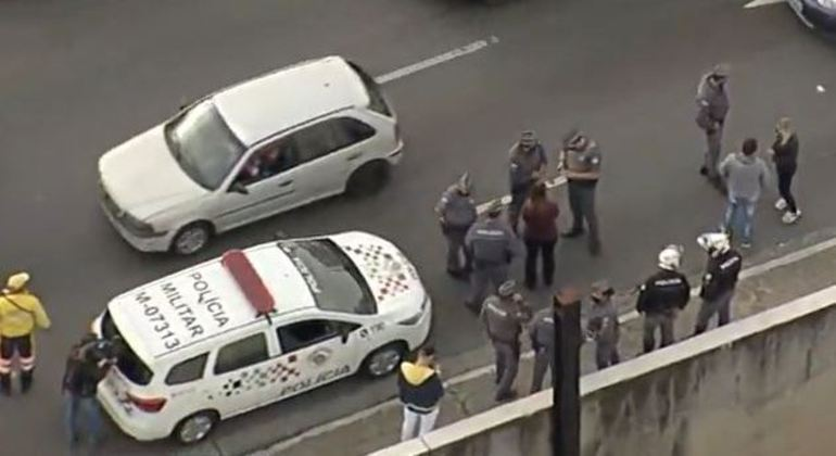 Homem é preso por assaltar motoristas no trânsito do centro de SP