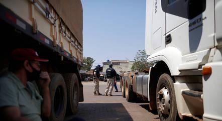 Caminhoneiros notificam governo sobre greve a partir de 1º de novembro devido preços de combustíveis