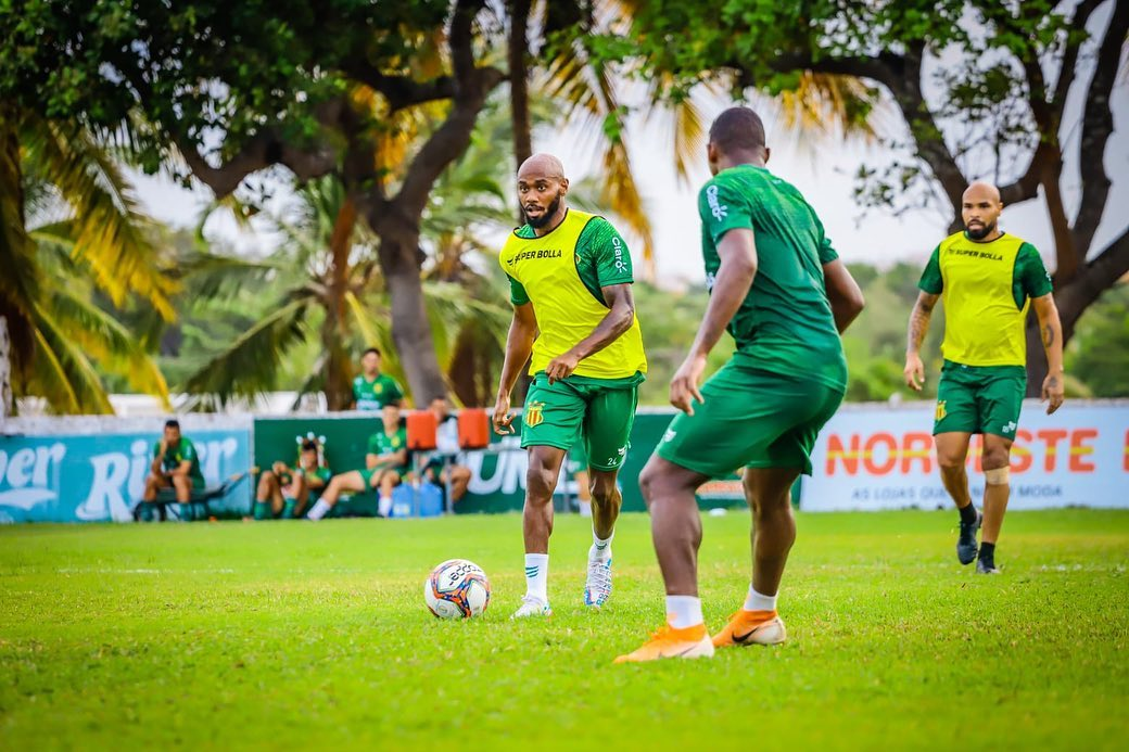 Com mais de uma semana de preparação para duelo contra o Guarani, Jean Silva valoriza período de treinos para reação do Sampaio Corrêa na Série B