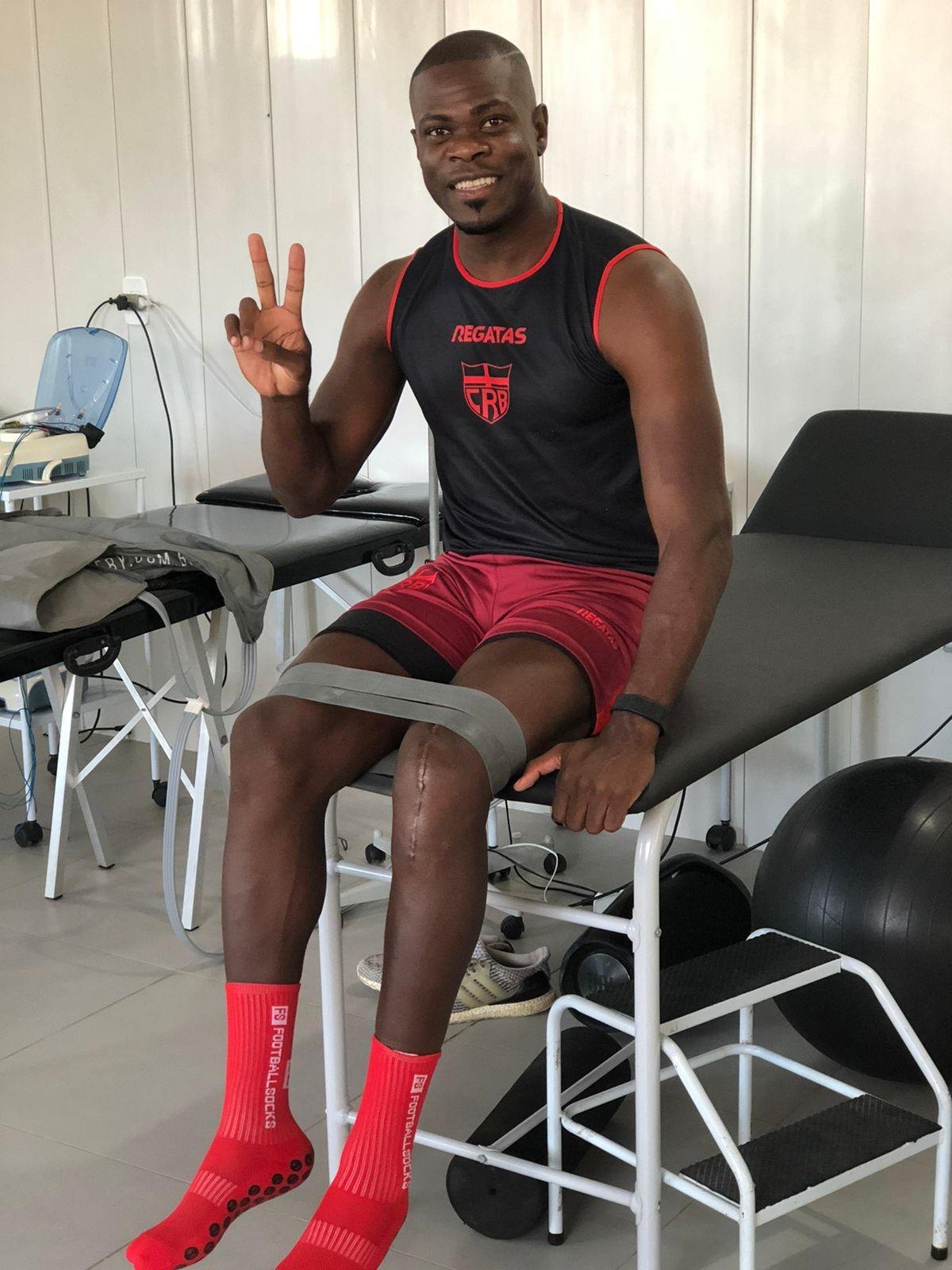 Com recuperação surpreendente de cirurgia no joelho, Diego Ivo agradece família e profissionais do departamento médico do CRB