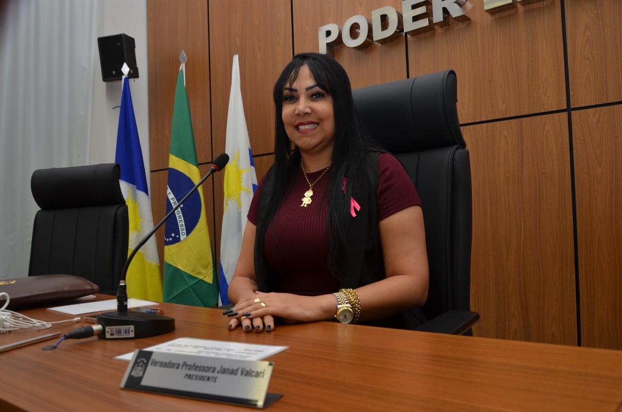 Janad Valcari cobra medicamentos, denuncia falta de transporte escolar e se manifesta contra aumento da tarifa de água e esgoto em Palmas