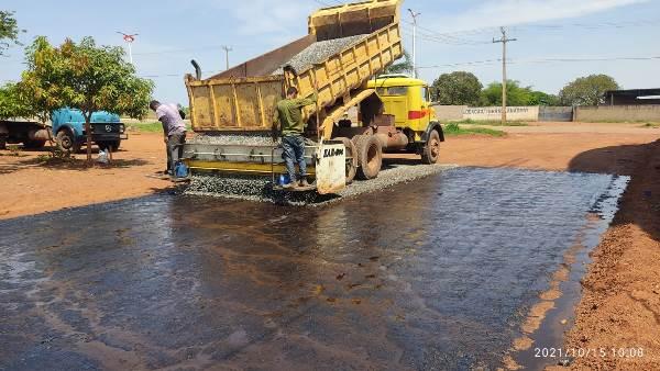 Prefeito de Divinópolis visita obras de pavimentação do Setor Fernandinho