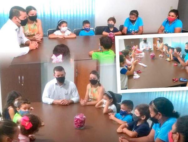 Prefeito e primeira-dama de Marianópolis recebem visita de alunos da Creche Municipal Irmã Maria Elmara