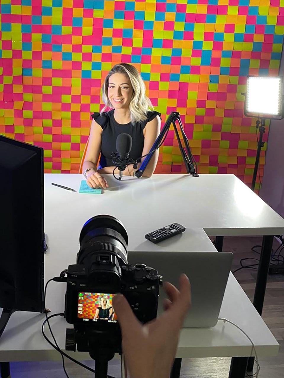 No Dia do Podcast, Marcela Albertini, pioneira em podcast brasileiro nos EUA, fala da importância da mídia