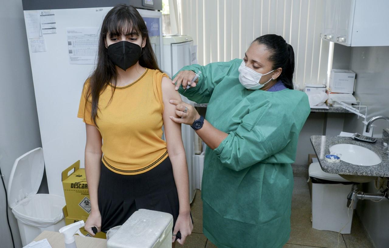 Prefeitura de Palmas vacina contra a Covid-19 e realiza dia D de Multivacinação
