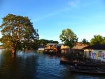 Village innondé près triple frontière