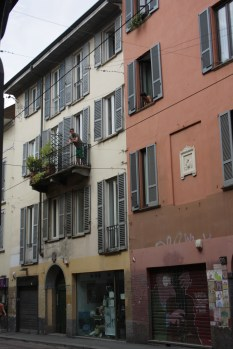 chit-chat from one balcony to the other...Corso Ticcinese