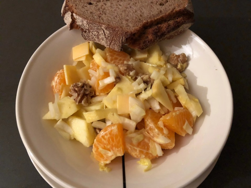 chicory salad with autumn fruits