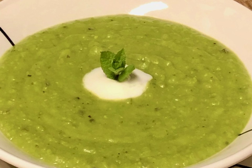 green pea soup with mint