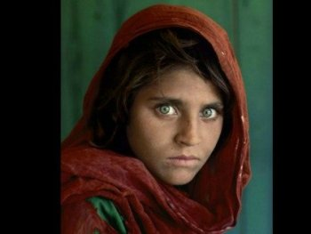 surprisinglives.net/sharbat-gula-afghan-girl-updated/