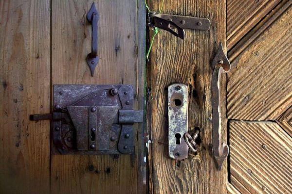 despre-case-din-lemn-vechi-mester-Danut-Hotea-case-rustice-din-lemn-35