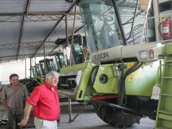 Singurul CAP din Romania care n-a murit plateste tractoristii cu 2000 de euro si n-are an fara profit