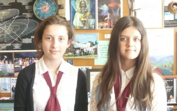 Laura Maria Dumbravă (dreapta). Sursa foto: adevarul.ro