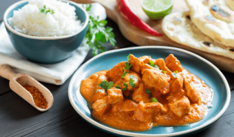 pollo al curry, salsa de curry, carne con curry, presas al curry, almuerzo al curry,