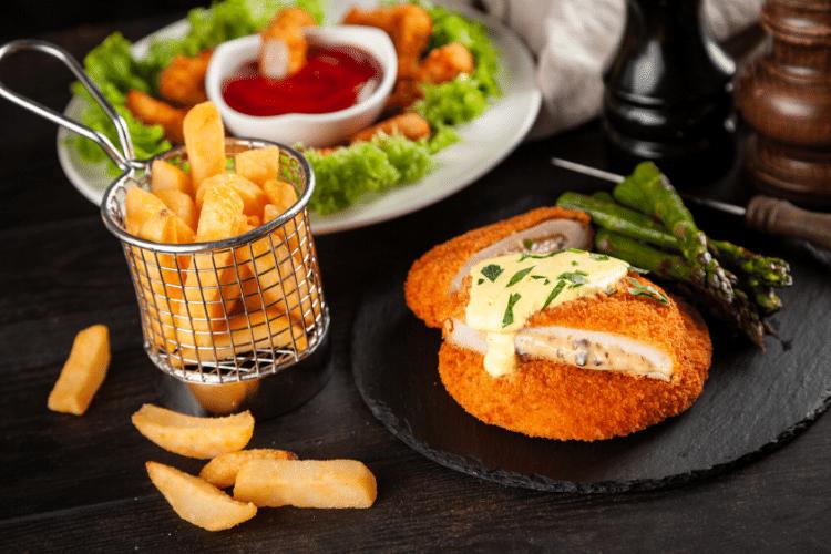guarniciones pollo asado, yucas, papa francesa, maduro con queso,