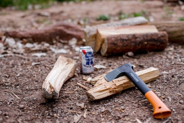 Best-survival-hatchet-fiskars