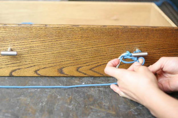 Make a Slippery Hitch | Paracord Knots and Hitches | How To Make Paracord Hitches