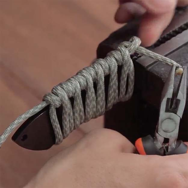 How To Make A Quick Release Paracord Knife Wrap