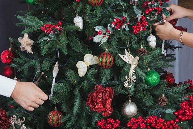 people-decorating-christmas-tree