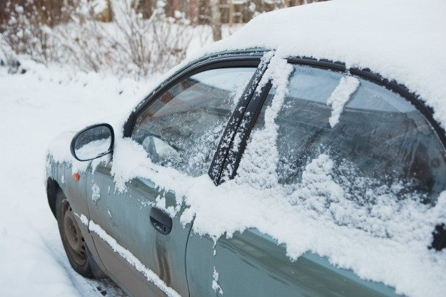 car-stuck-covered-in-snow Survival Emergency Car Kit | The DIY Kit That Could Save Your Life