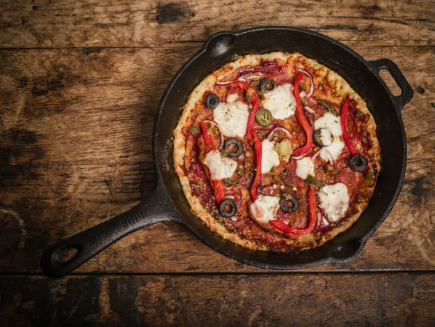 cast-iron-pizza 4 Quick and Easy Cast Iron Skillet Recipes To Try Tonight