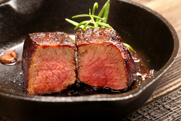 cast-iron-streak 4 Quick and Easy Cast Iron Skillet Recipes To Try Tonight