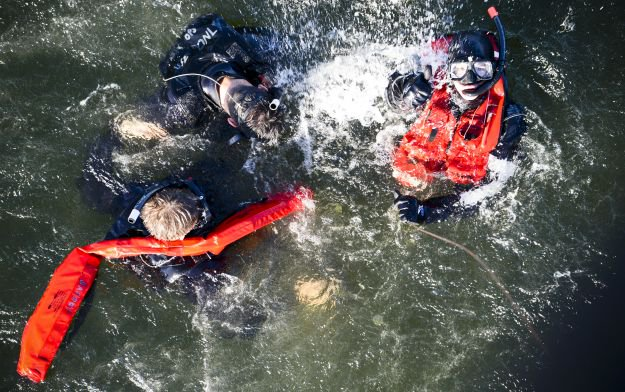 Signal Rescue Units | Shipwreck Survival Skills You Should Know About