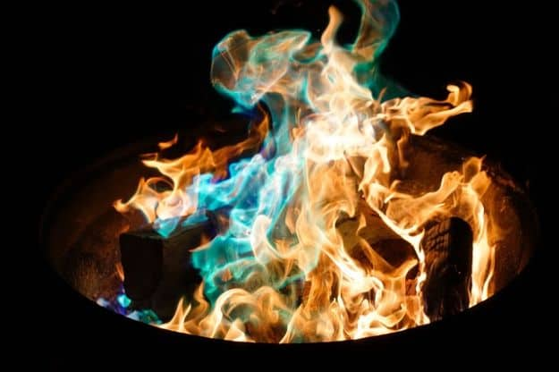 Create a Quick Windbreak Around Your Campfire   Uncommon Aluminum Foil Survival Uses