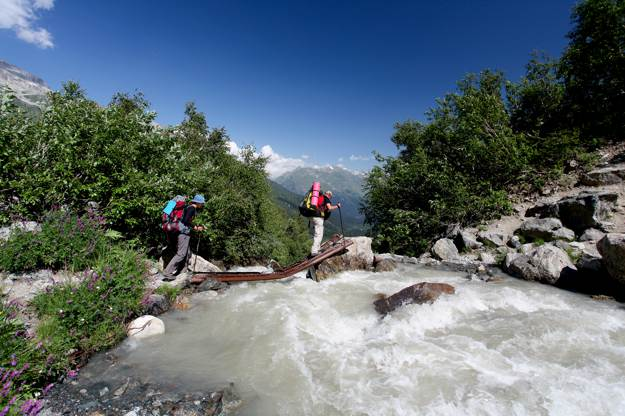 Do Not Cross Deep Rivers | Survival Skills: Cross Rivers And Rapids Safely
